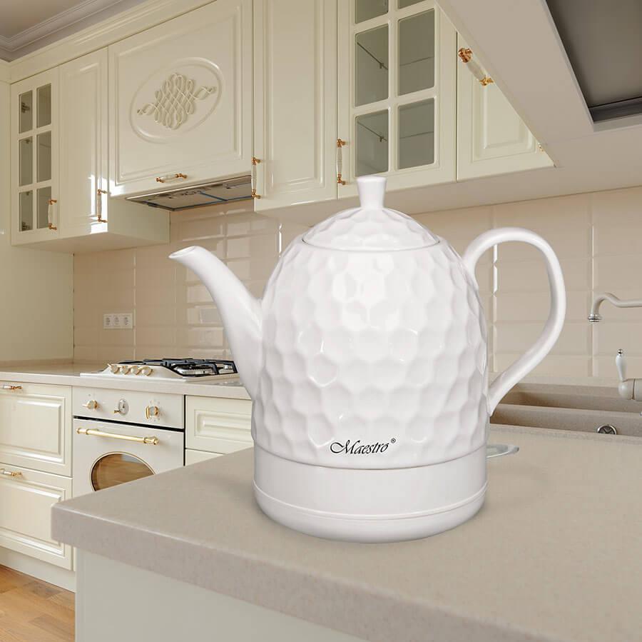 Modern spacioius cream colored kitchen made in classic style